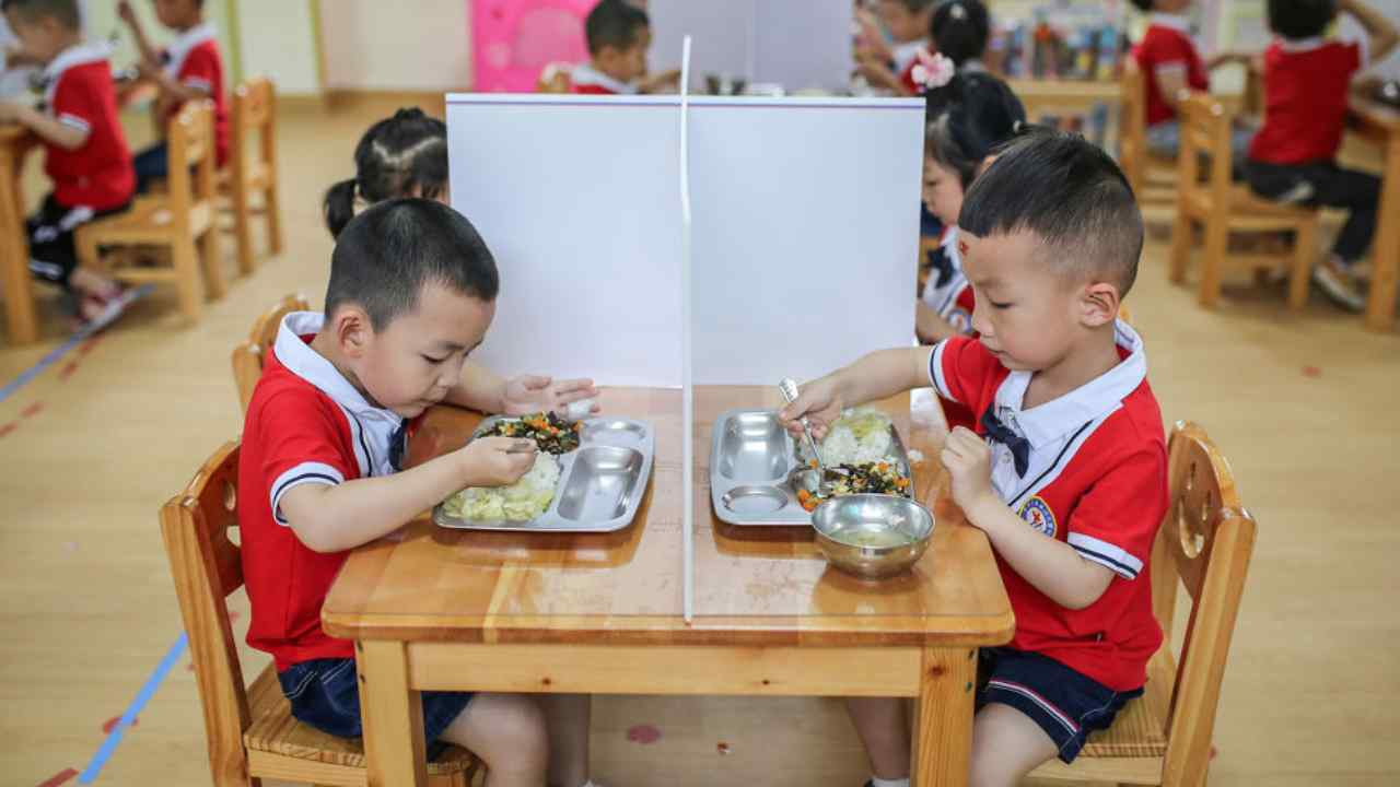 Cina maestra avvelena bambini