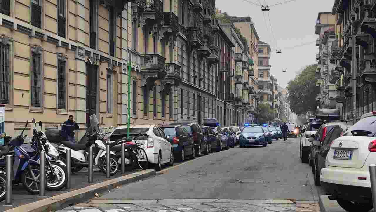 Milano rapinano banca