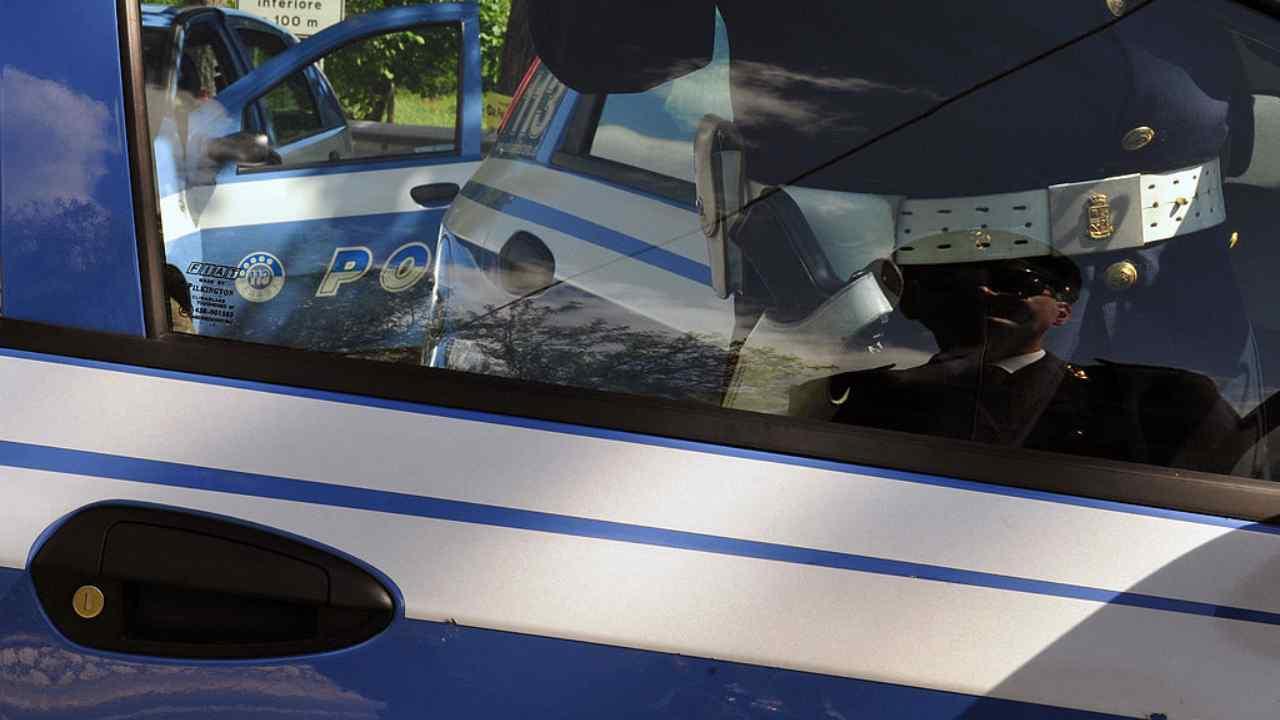 Torre del Greco tenta rapina a poliziotto