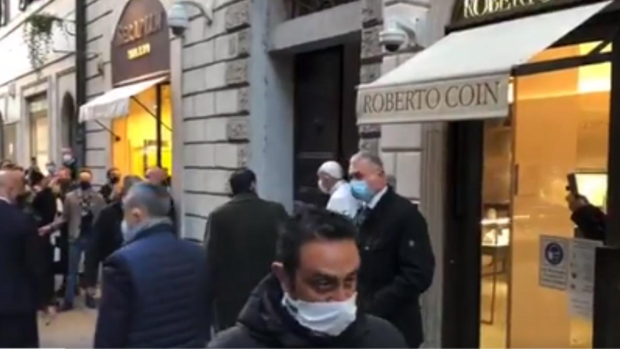 In Papa in strada (screen Vatican News)