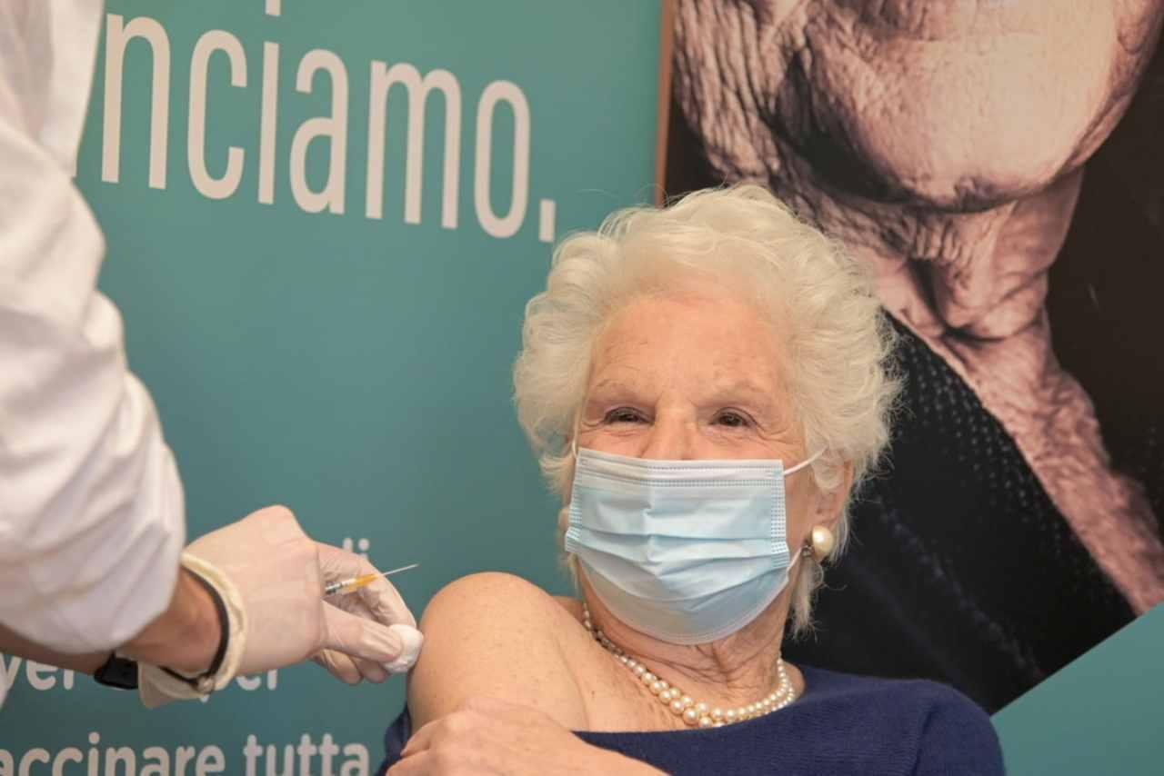 Liliana Segre vaccina