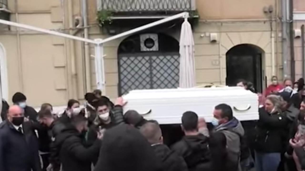 Palermo funerale antonella
