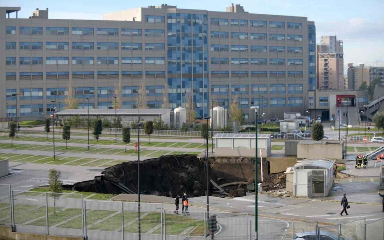 Voragine ospedale del Mare (foto Twitter)