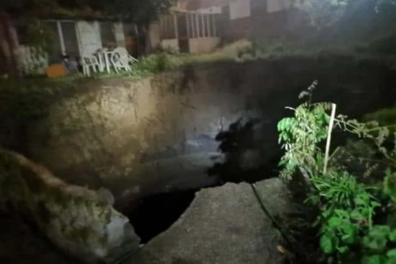 Napoli, il maltempo apre una voragine al Rione Sanità: 10 famiglie sgomberate