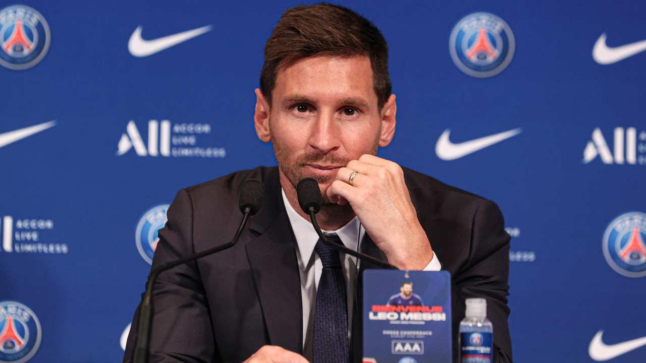 Messi fuori dal PSG: la decisione del club fa discutere