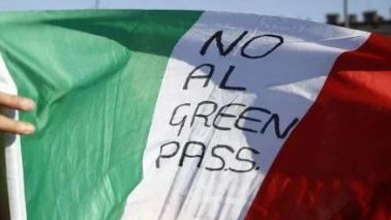 Napoli, proteste no Green Pass non autorizzate: cosa è successo stanotte