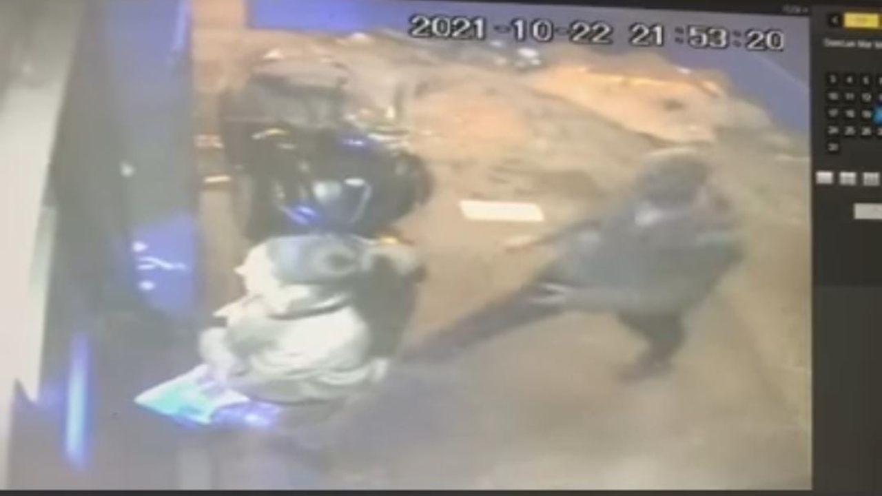 Napoli, ragazza rapinata e trascinata con l'auto: il video dell'accaduto